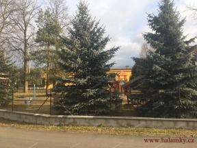 Kulturní dům a dětské hřiště<br>